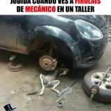 firulais-arreglando-el-coche
