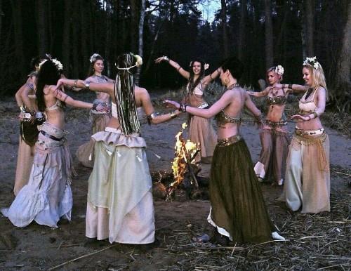 brujas-bailando.jpg