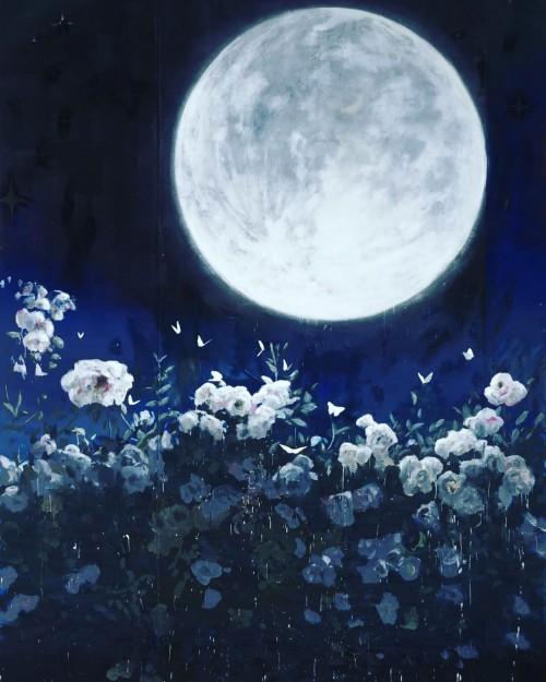 Un-fondo-de-luna-llena-y-flores-muy-bella.jpg