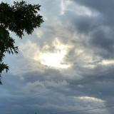 el-cielo-con-nubes-y-la-luz