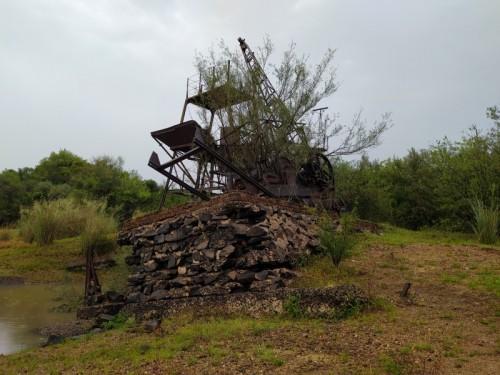 Maquina-antigua-que-se-utilizo-para-la-contruccion-del-Puente-Internacional-Paysandu-Colon-Entre-rios.jpg
