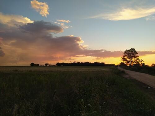 Un-atardecer-espectacular-con-nubes-de-tormenta-en-el-campo-2021.jpg