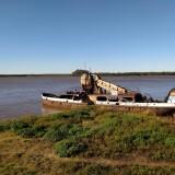 Barco-de-hierro-en-la-costa-de-Colon-Entre-Rios