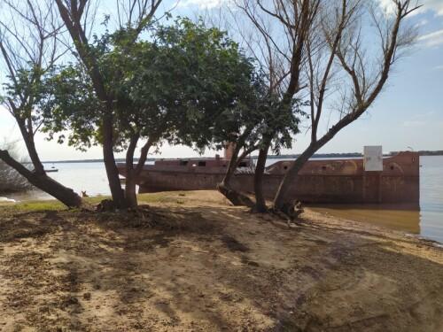 Barco-de-hierro-en-Colon-Entre-Rios.jpg